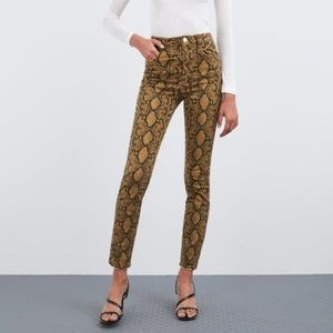 New with tags Zara snakeskin high rise skinny jean